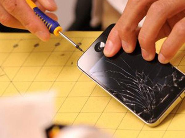 Costo-riparazione-vetro-iphone-Bologna